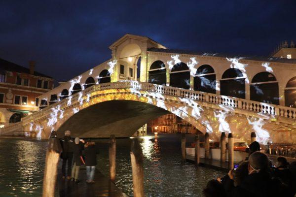 ponte di rialto cascata di angeli